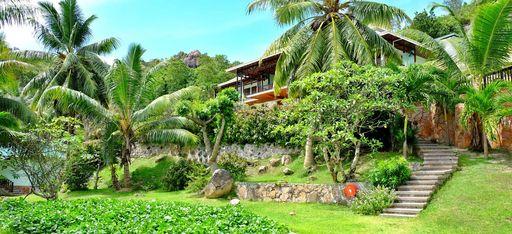 Ein tropischer Garten auf den Seychellen, im Hotel L'Archipel