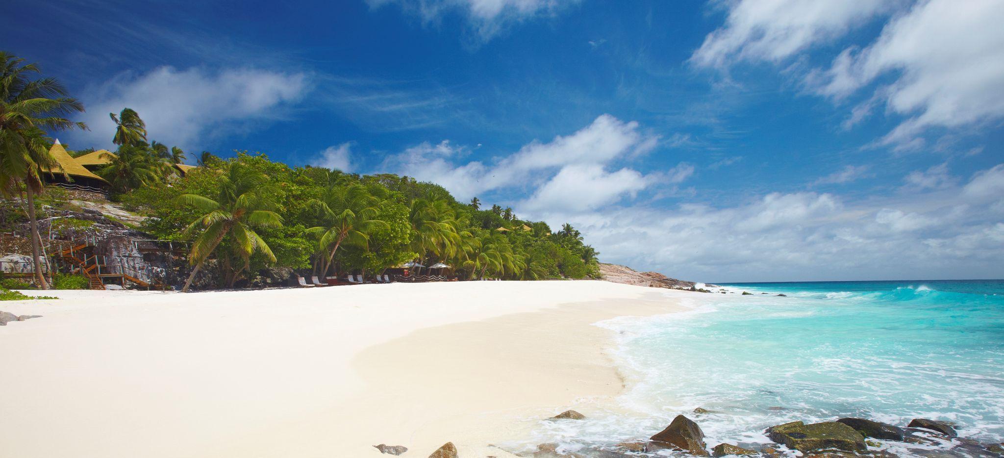Der Strand Anse Bamboo auf Frégate Island, Seychellen