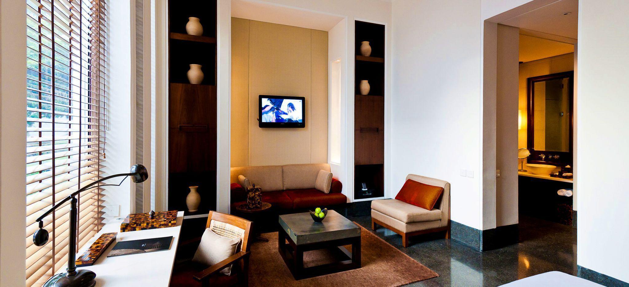 "Hotelzimmer ""Deluxe Room"" des Hotels ""The Chedi Mascat"", hell erleuchtet, Muskat, Oman"