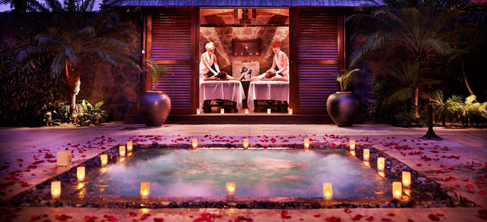 Eine Paarmassage bei Nacht im Spa Akea des Hotels Palm auf La Réunion