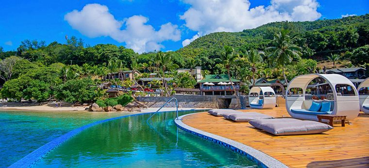 Pool mit Lounge am Ende des Stegs nahe der Mango Terrace