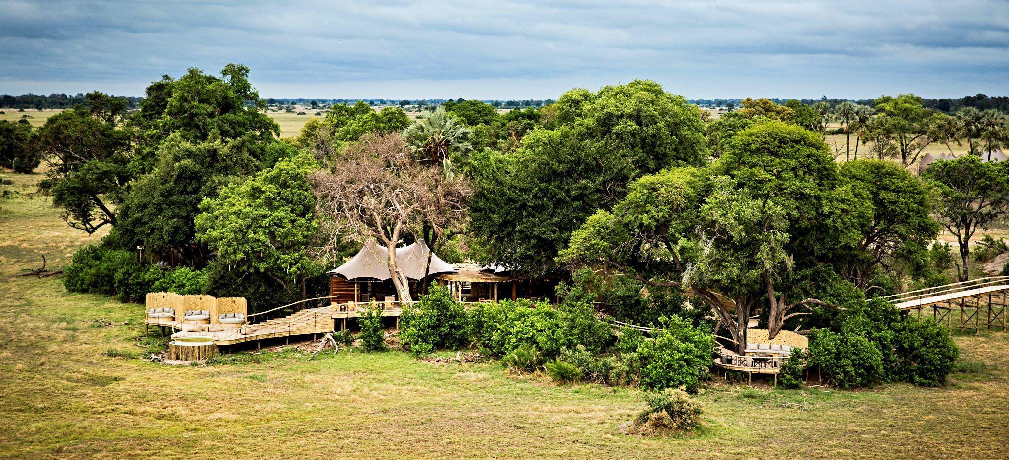 "Luftaufnahme der Hotelanlage der Safari-Lodge ""Little Mombo"" in Botsuana"