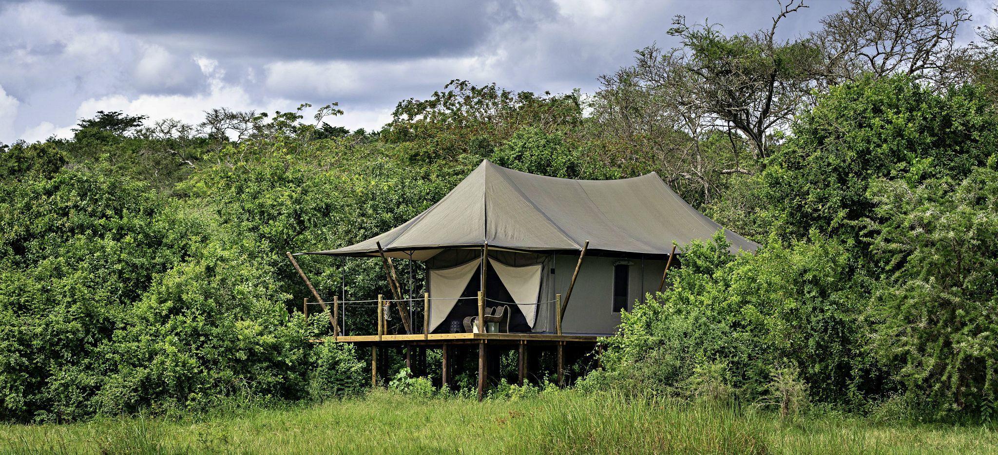Ein Hotelzimmer mit Zeltstoffdach in der Wildnis von Ruanda, Magashi Camp
