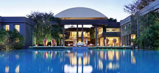 Das Hauptgebäude des Hotels Saxon in Südafrika