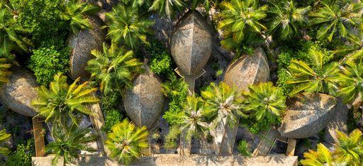 Zimmer des FaaruFushi Maldives von Oben, von Natur eingefasst