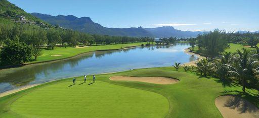 Golfplatz mit großem See, Mauritius