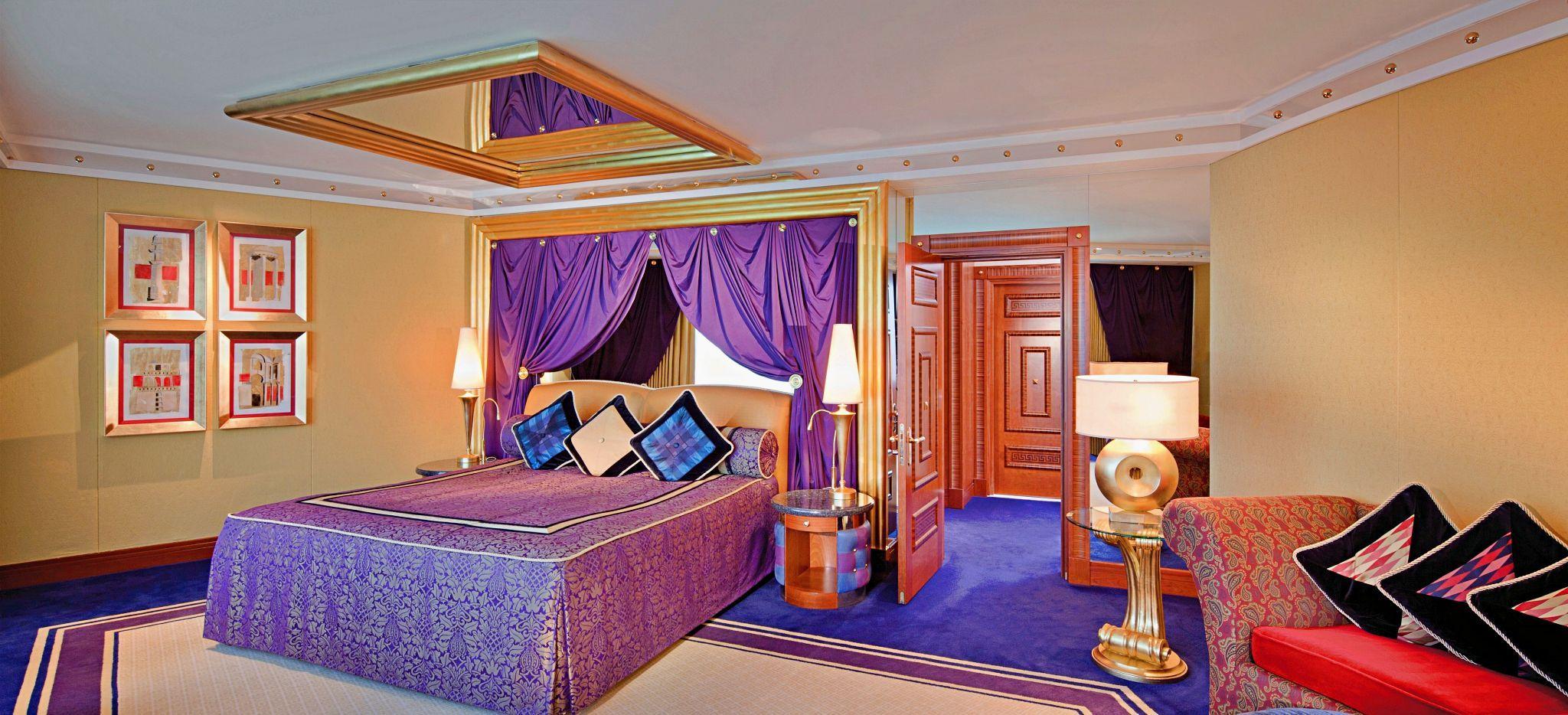 Schlafzimmer einer One Bedroom Deluxe Suite Upper Level im Burj al Arab