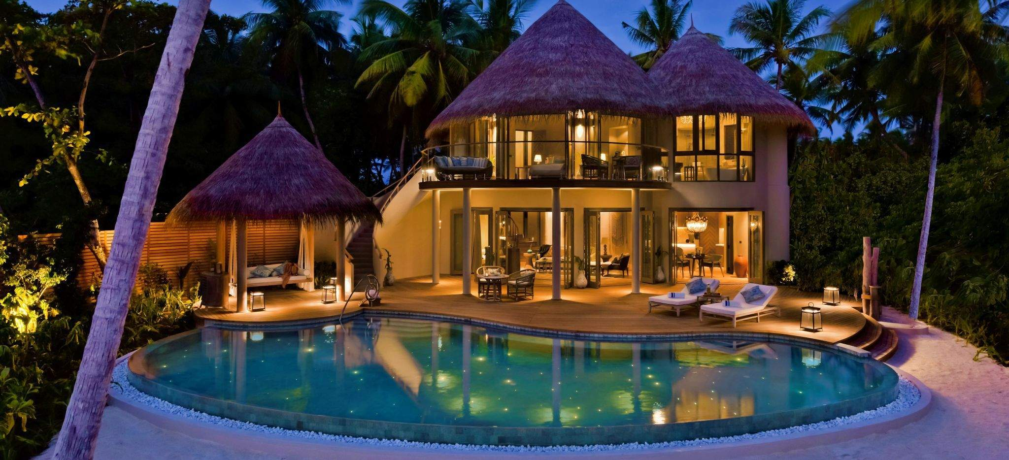 Beach Residence bei Nacht, im Hotel Nautilus, Malediven