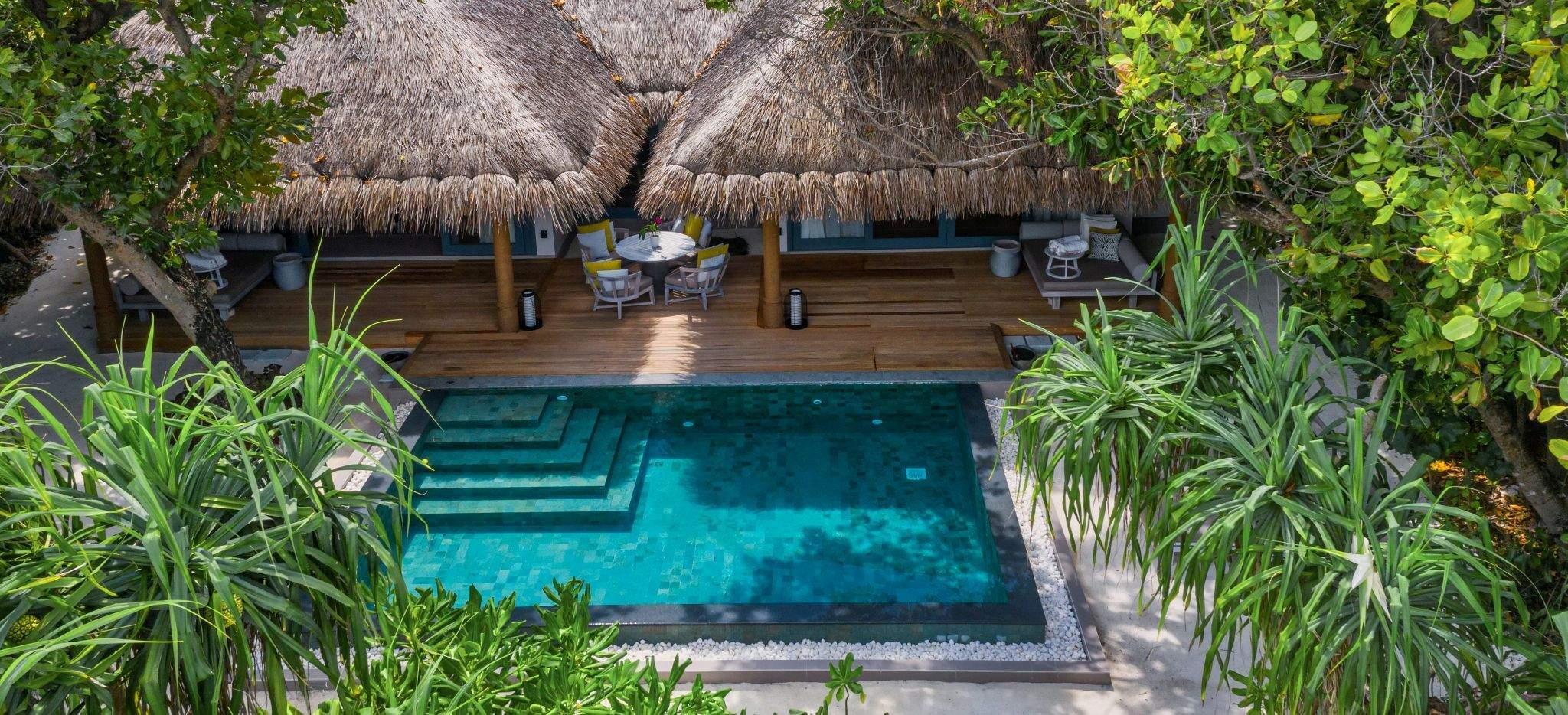 Ein Privater Pool vor einer Villa im Hotel im Hotel Vakkaru, Malediven