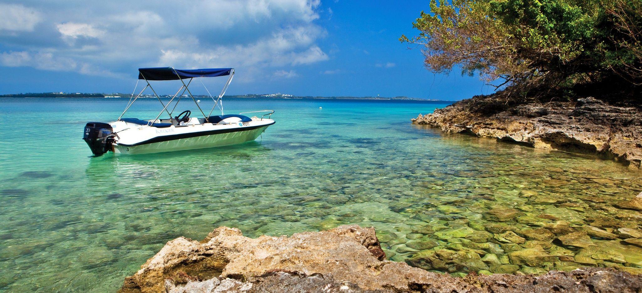 Ein Boot in einer Bucht auf Bermuda