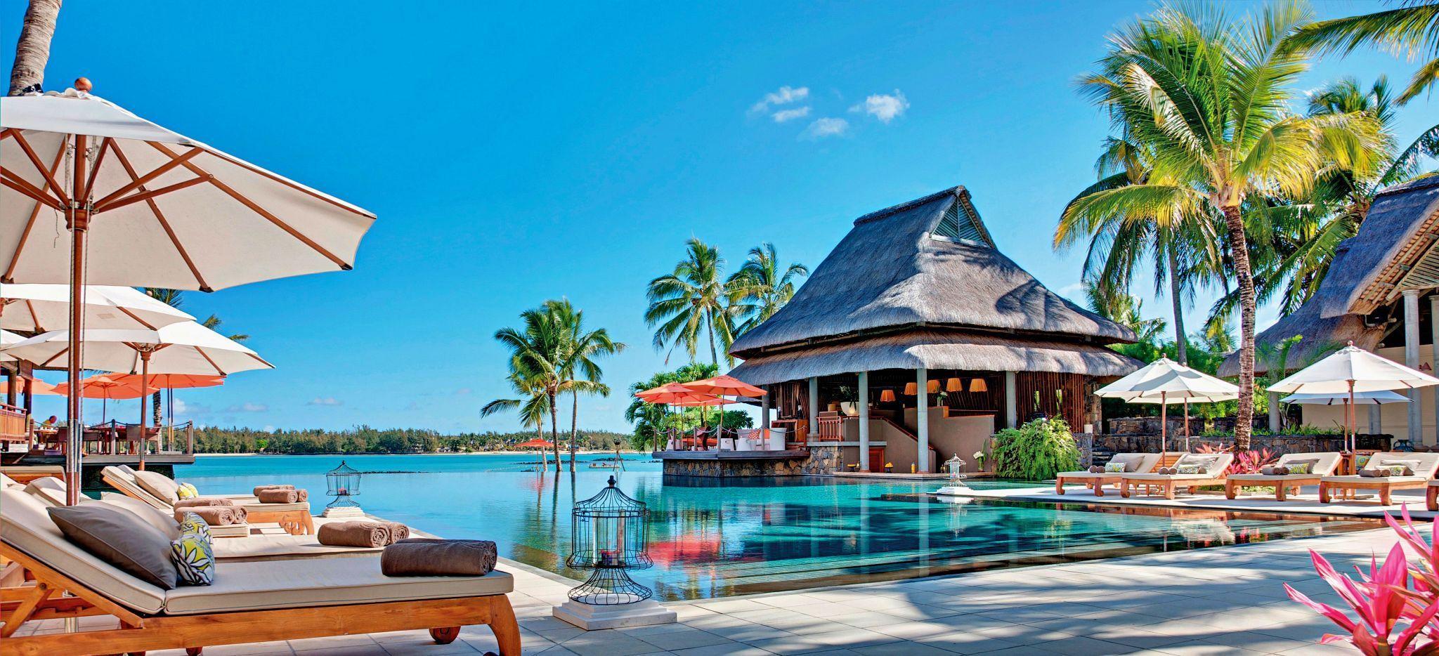 Der Hauptpoolbereich des Hotels Constance Le Prince Maurice auf Mauritius