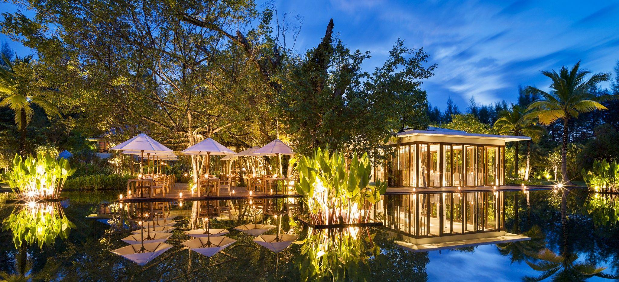 """Ein Thailändisches Restaurant in einem See, im Hotel """"The Sarojin"""""""